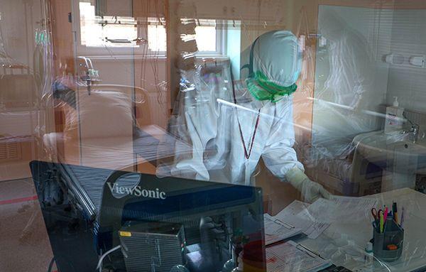 俄罗斯新冠日死亡病例首度破千,卫生部长称疫苗接种率低