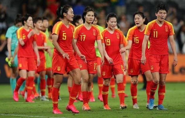 为何中国女子足球队一直比男子足球队更加争气?