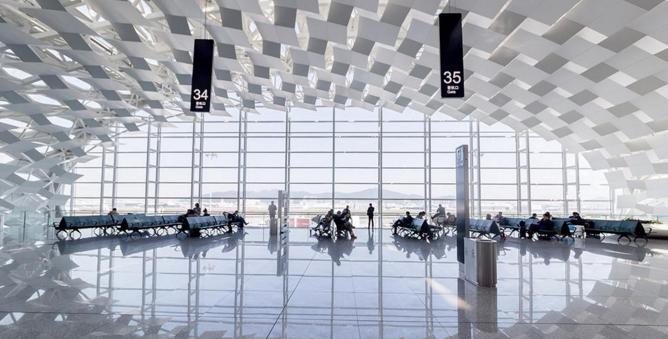 北部湾航空公司最新资讯显示有旅客祈福向飞机扔硬币