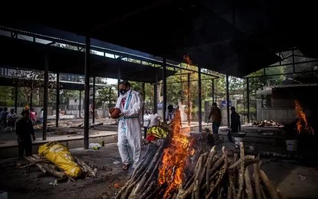 印度国内疫情反扑,导致国内多个城市火葬场超负荷运转