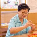 子女为老人挑选养老院,应关注老年人养护指南