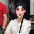 京剧演员在舞台上的精彩表现都是台下十年功的积累