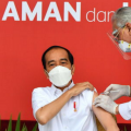 马来西亚旅居中国的一位小伙免费接种疫苗中感到格外惊讶