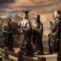 秦始皇所推行的郡县制的社会制度沿用两千多年未被更换