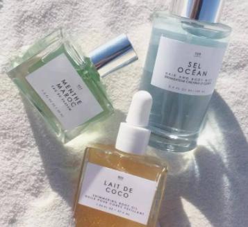 精品商铺当中销售的香氛喷雾在日常生活中使用有何作用?