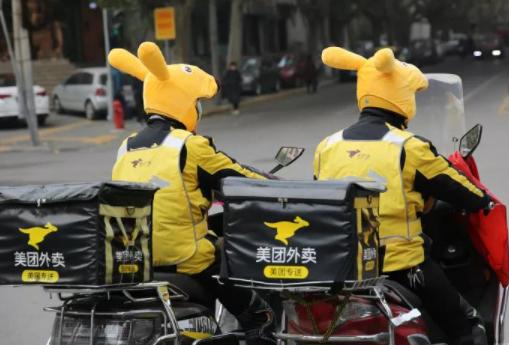 很多网友为北京地方政府官员体验外卖员生活的操作点赞