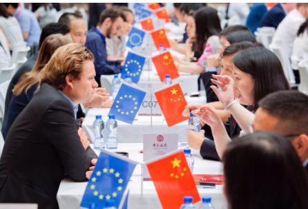 最新国际消息显示欧盟方面冻结中欧投资协议,背后原因为何?