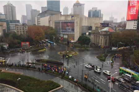 独家报道南京新街口惨案当中见义勇为的邱某某获得群众祈福