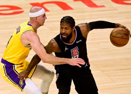 NBA直播关注戴维斯受伤后,勒布朗詹姆斯挑起球队赢球责任