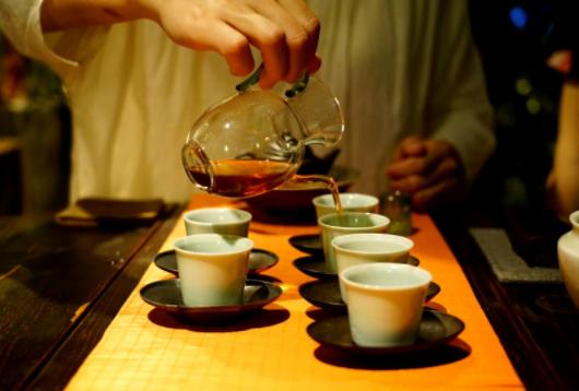 近日上海市民动态显示很多人开始去品茶会所品鉴养生红茶