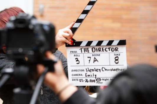 虽然五一影视票房收入数据明显回升,但2020年影视行业收入惨淡