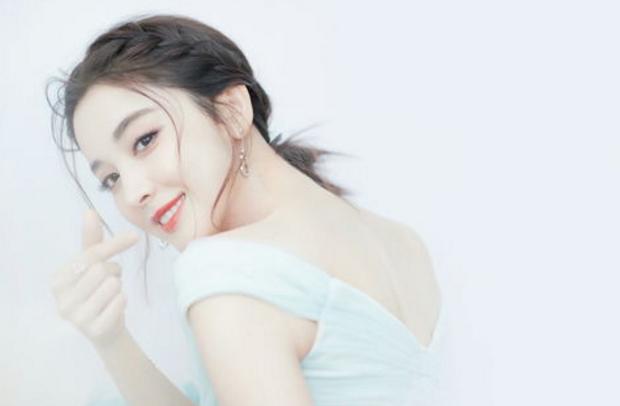 演员古力娜扎十年合约期满从唐人影视公司离开寻求新发展