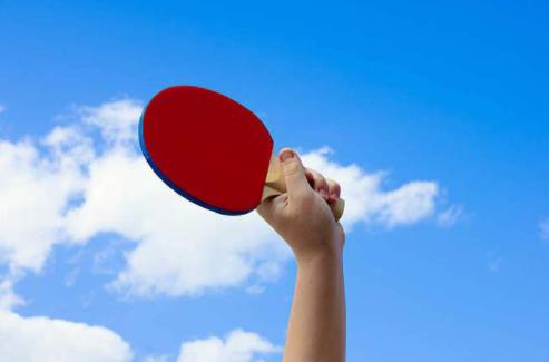 动态新闻显示乒乓球爱好者最近都在利用训练神器进行训练